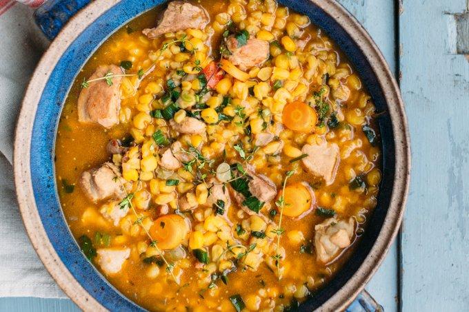 Cozido de porco com canjiquinha cremosa