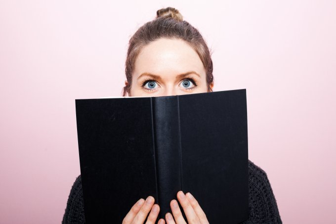 mulher lendo leitura livro