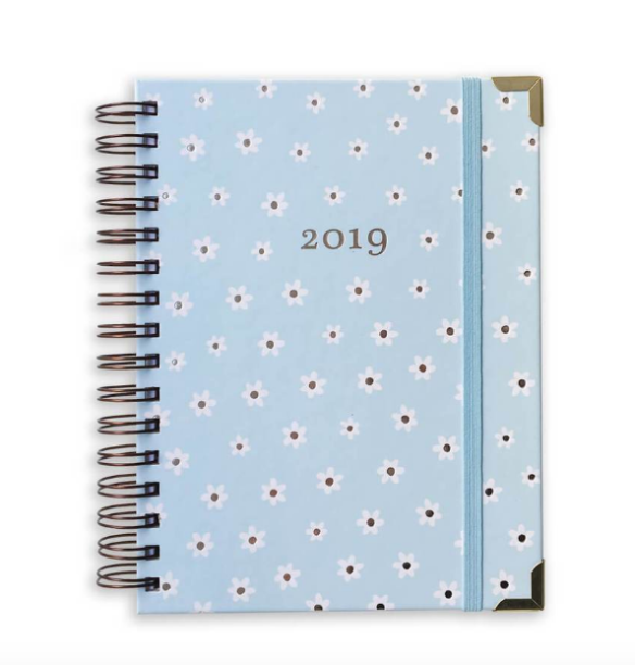 "Planner 2019 - Azul Margarida, por R$ 159, no <a href=""https://www.megemeg.com.br/collections/planners/products/planner-2019-azul-margarida?variant=8311328440407"">site</a>"