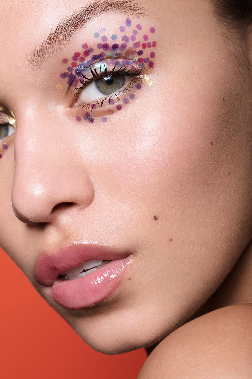 olho com glitter hexagonal