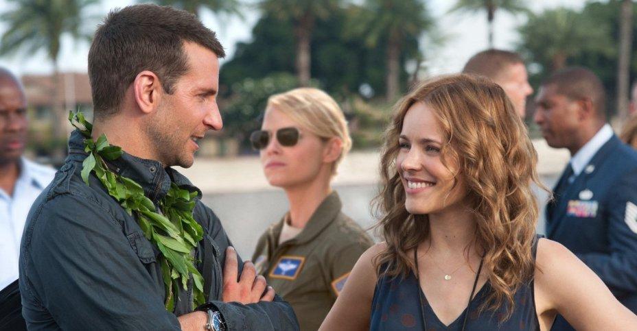 <strong>Sob O Mesmo Céu:</strong>Voltando ao Havaí para o lançamento de um satélite, um consultor em segurança fica dividido entre uma antiga paixão e uma atraente guarda militar.