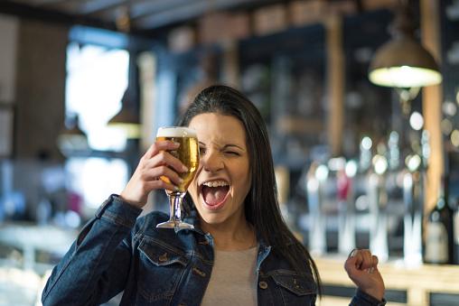mulher cerveja