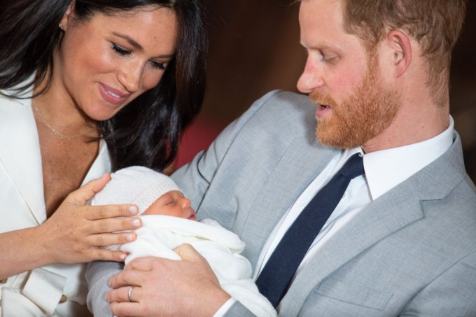 Meghan Markle e Harry com o bebê real