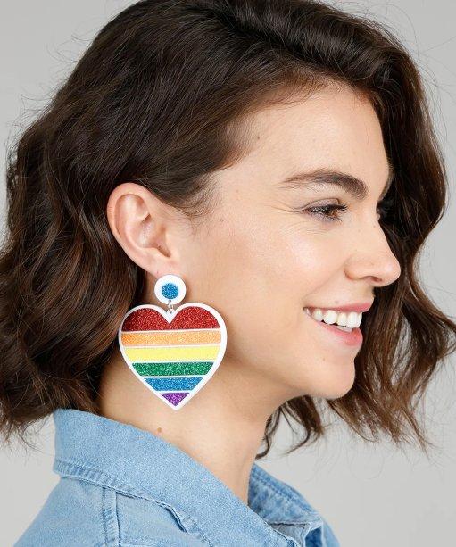 Brinco Pride Coração, C&A - R$ 39,99