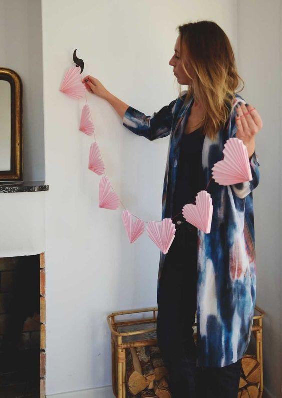 Corações de papel rosa