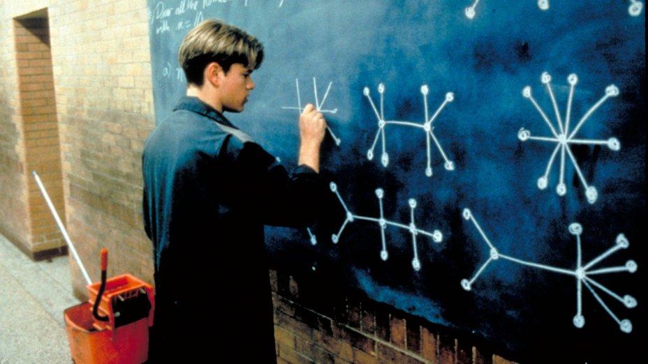 """<strong>Gênio Indomável (estreia em 31/07): <span style=""""font-weight:400;"""">Quando professores descobrem que um simples servente é um gênio da matemática, um terapeuta ajuda o jovem a confrontar os demônios que impedem seu desenvolvimento.</span></strong>"""