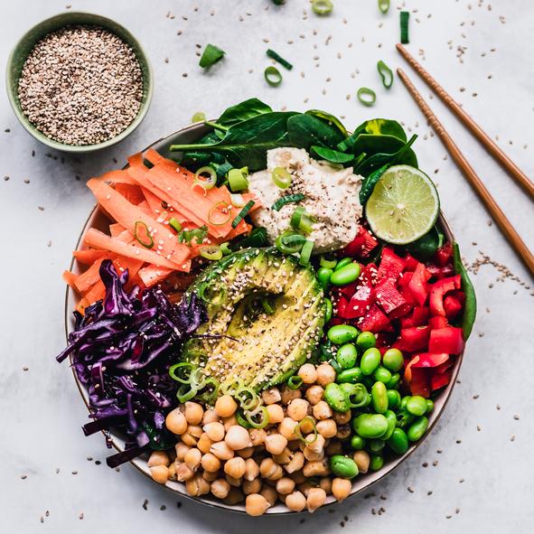 Prato colorido com frutas e verduras