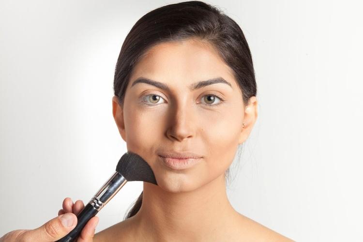 Maquiagem com contorno