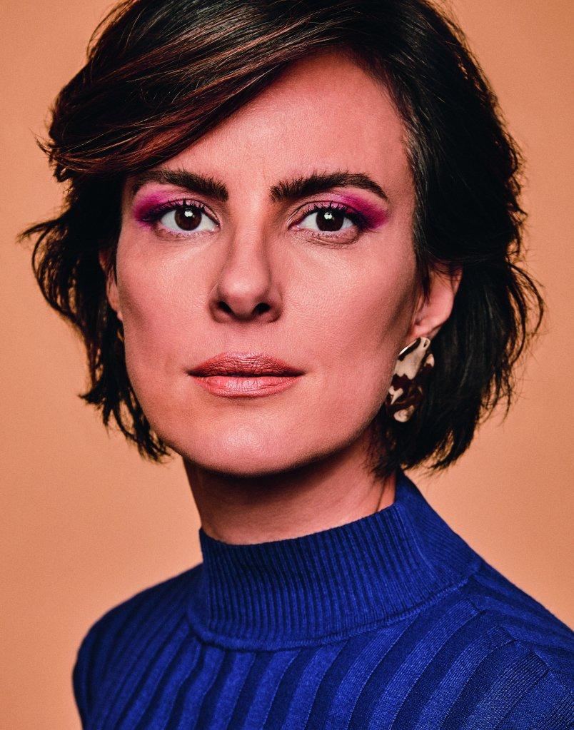 Patrícia Canola (Ford Models) usa blusa, Amaro; brinco, acervo CLAUDIA