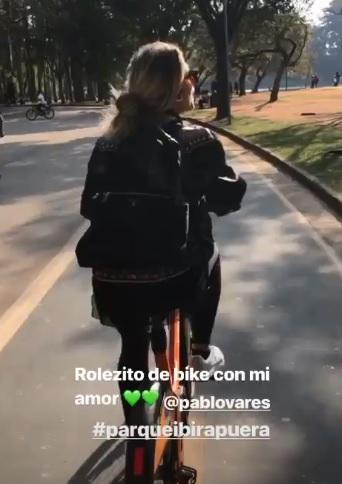Leticia Spiller curtiu o domingo de sol ao lado do namorado