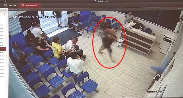 Câmera de segurança flagra o momento em que Leonardo deixa sua namorada no hospital