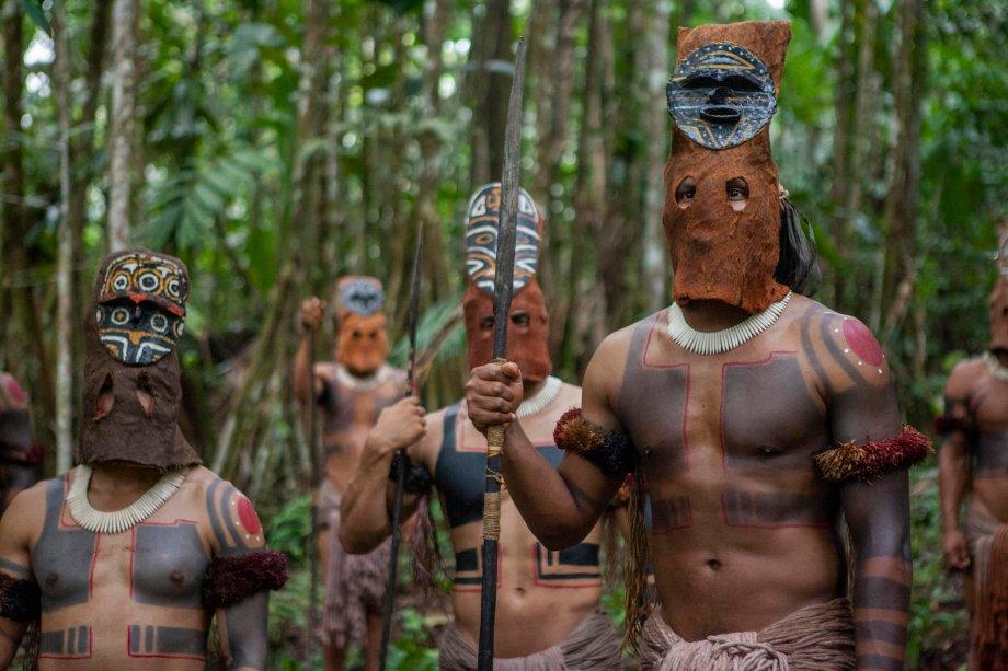 """<strong>Fronteira verde (estreia em 16/08): <span style=""""font-weight:400;"""">Ao investigar uma série de assassinatos na Amazônia, uma detetive de Bogotá se depara com magia, nazistas e suas verdadeiras origens.</span></strong>"""