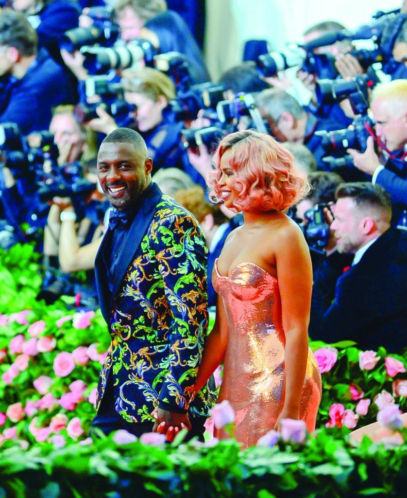 Idris Elba com a espsoa Sabrina Dhowre