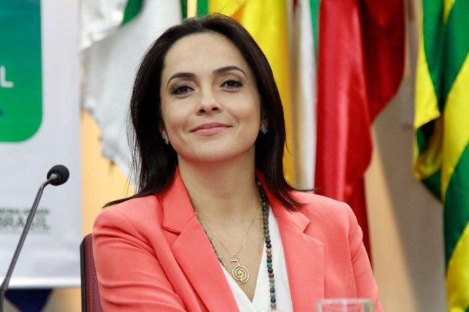Jornalista Izabella Camargo