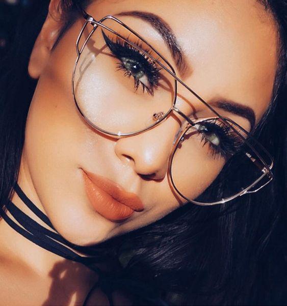 Maquiagem com óculos