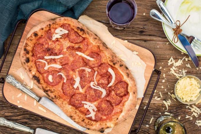 Pizza de peperone e erva-doce