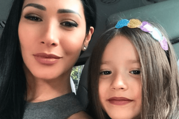 A cantora Simaria e a filha