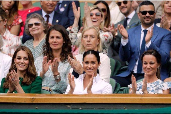 Meghan Markle e Kate Middleton assistiram juntas à final feminina de Wimbledon