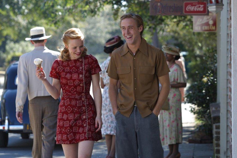 <strong>Diário de uma paixão (estreia em 01/09): </strong>Nos anos 40, um casal de namorados enfrenta a diferença de classe social entre eles e a separação durante a guerra. Baseado no best-seller de Nicholas Sparks. Com Ryan Gosling e Rachel McAdams.
