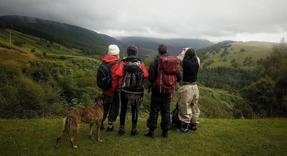 <strong>Evelyn (estreia em 10/09): </strong>Três irmãos partem numa caminhada épica da Escócia até Londres para encontrar paz 12 anos após o suicídio de um outro irmão. Dos mesmos diretores de Os Capacetes Brancos e Virunga, vencedores do Oscar.