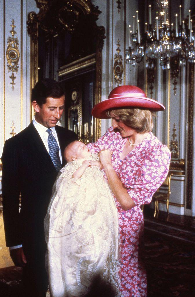 Diana e Charles no batizado do príncipe William
