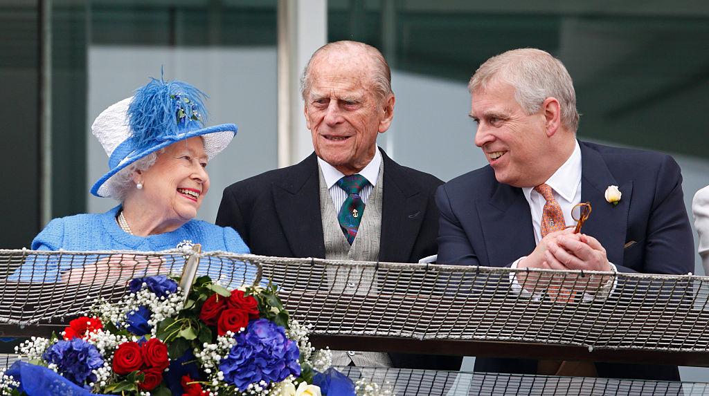 Príncipe Andrew com a Rainha Elizabeth e Philip