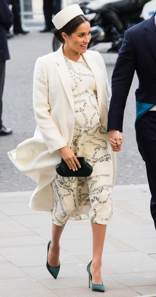 Meghan Markle usa vestido da marca de Victoria Beckham