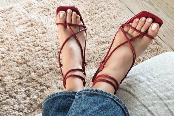 Sandália com bico quadrado