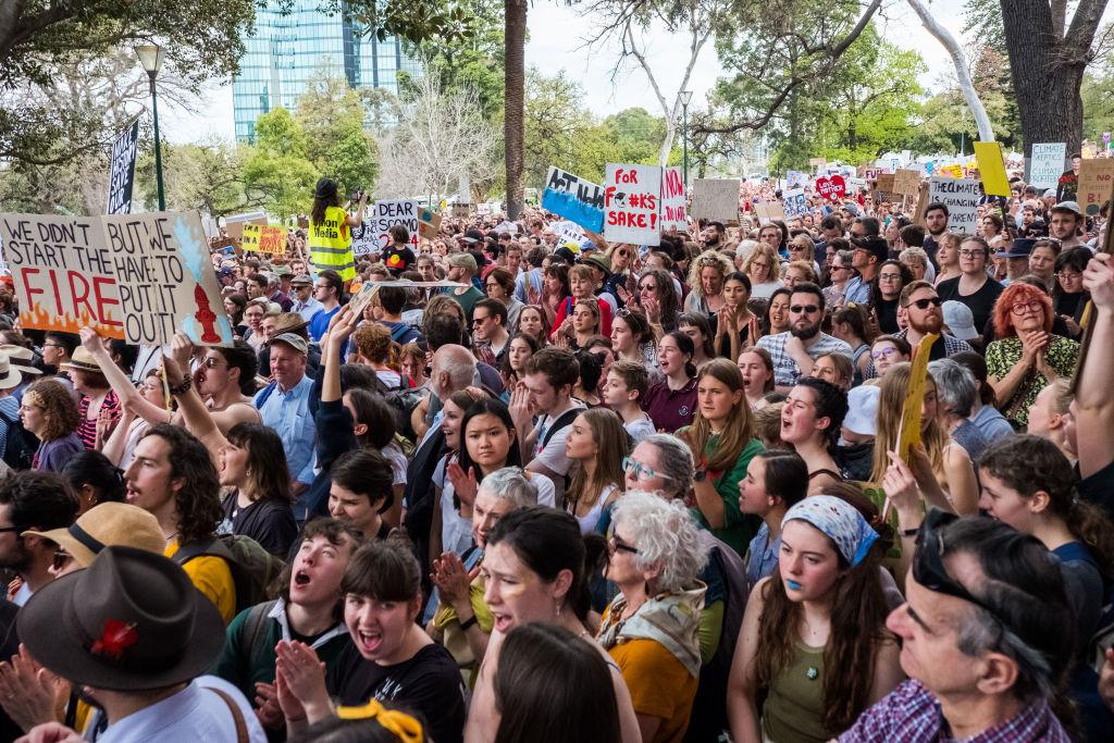 Manifestantes em atos pelo clima, em Melbourne, na Austrália