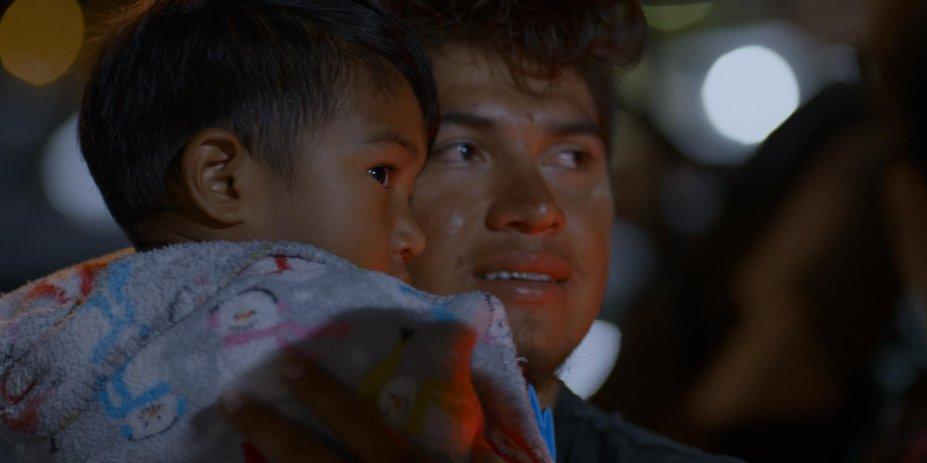 <strong>Realidade Não Documentada (estreia em 02/10/2019): </strong>Oito famílias sem documentos revelam como é viver à margem, entre a ameaça da deportação dos EUA e da violência em seus países de origem.