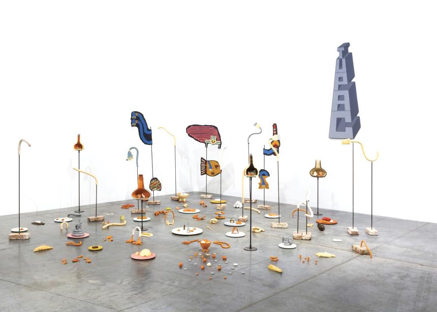 Peças de cerâmica compõem a instalação da artista peruana Claudia Martínez Garay