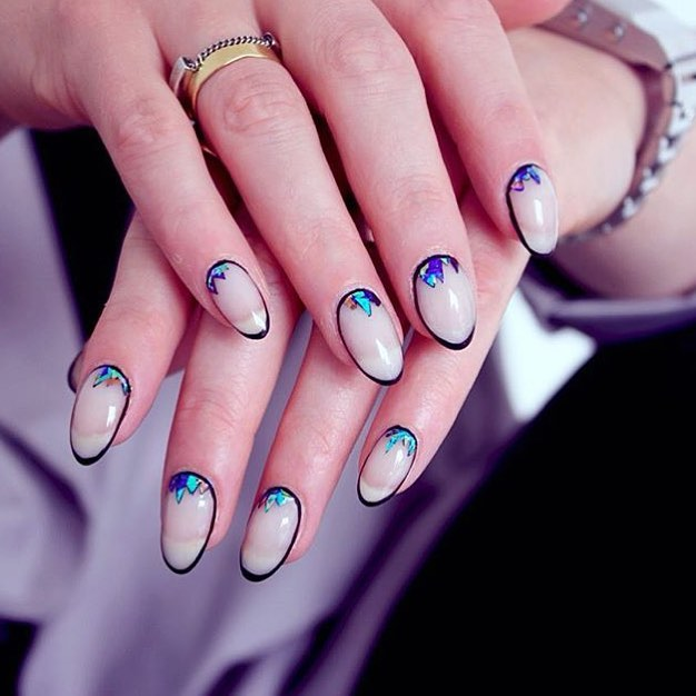 Contorno discreto nas unhas é a nova tendência de nail art