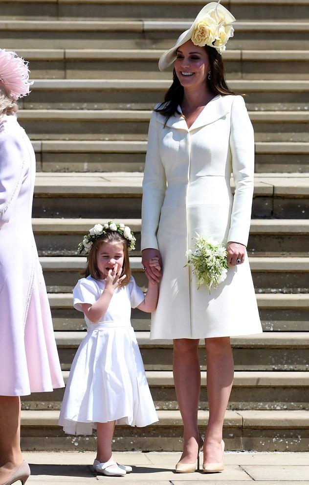 "Kate e Charlotte em looks ""mãe e filha"""