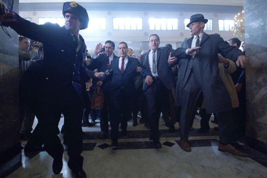"""<strong>O Irlandês (estreia em 27/11): </strong><b></b><i><span style=""""font-weight:400;""""></span></i><span style=""""font-weight:400;"""">A saga épica de Martin Scorsese sobre o crime organizado americano no pós-guerra contada por um matador de aluguel. Com Robert De Niro e Al Pacino.</span>"""
