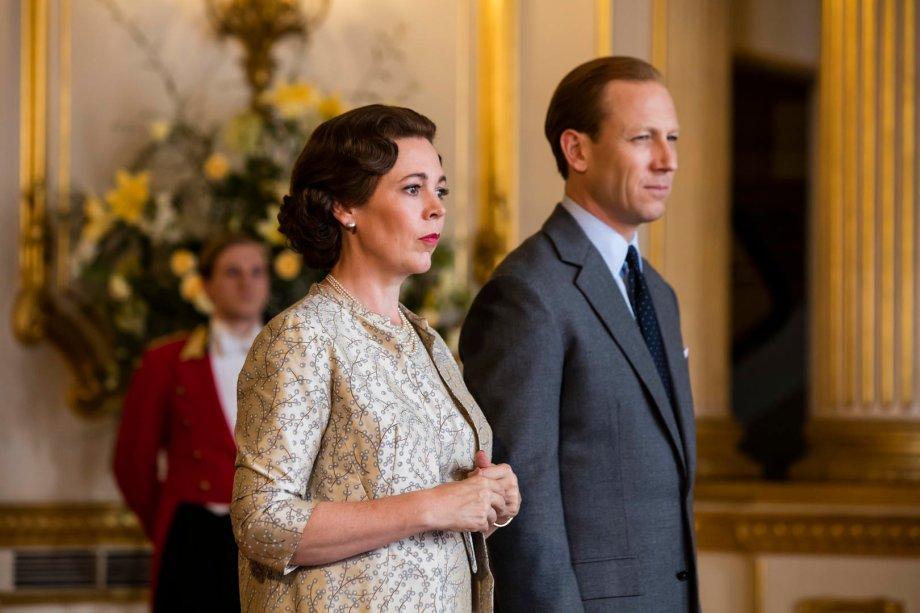 """<strong>The Crown: Temporada 3 (estreia em 17/11): </strong><span style=""""font-weight:400;"""">A série aborda a política, as rivalidades e os amores que marcaram o reinado da rainha Elizabeth II e fizeram história na segunda metade do século 20. Com a vencedora do Oscar Olivia Colman.</span>"""