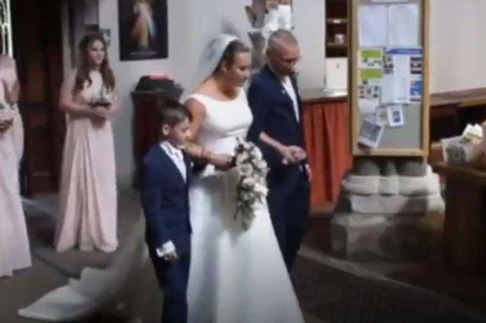 Cadeirante surge andando em seu casamento para surpreender maridoEmma