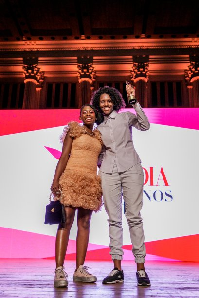 Ana Gabrielly, irmã da Tuany, recebeu o prêmio em nome da irmã, entregue pela Mc Sofia, já que bailarina ganhou uma bolsa para dançar na Grécia