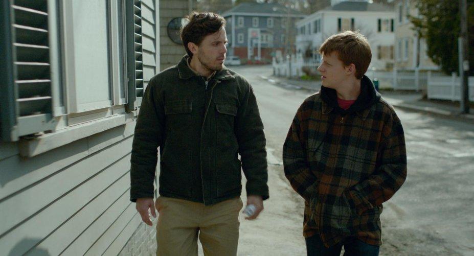 <strong>Manchester à beira-mar (estreia em 15/12): </strong>Com a morte de seu irmão, um zelador se torna o responsável pelo sobrinho e volta para sua cidade natal. O drama rendeu o Oscar de Melhor Ator a Casey Affleck.