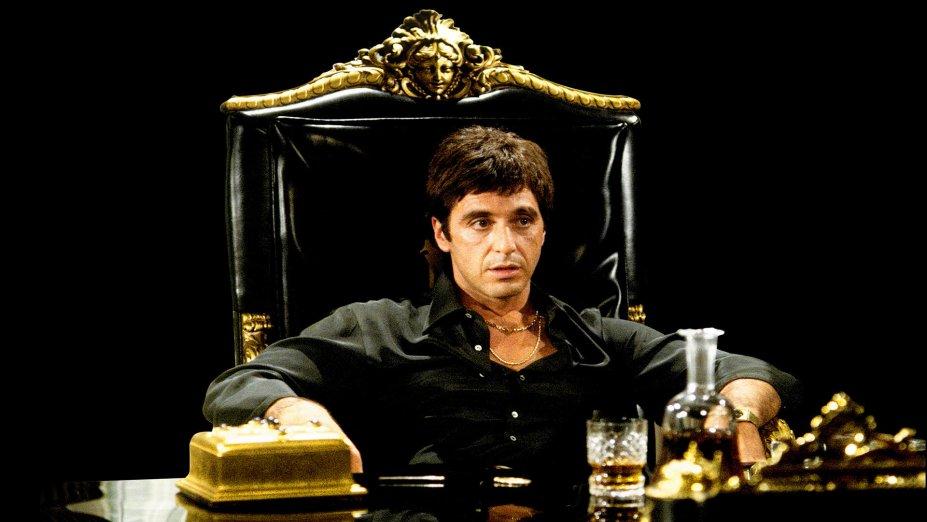 """<strong>Scarface (estreia em 16/12): </strong><i><span style=""""font-weight:400;""""></span></i><span style=""""font-weight:400;"""">Neste clássico de Brian De Palma, Al Pacino é Tony Montana, o chefe do tráfico de cocaína cujos inimigos e ego crescem na mesma proporção de seu império.</span>"""
