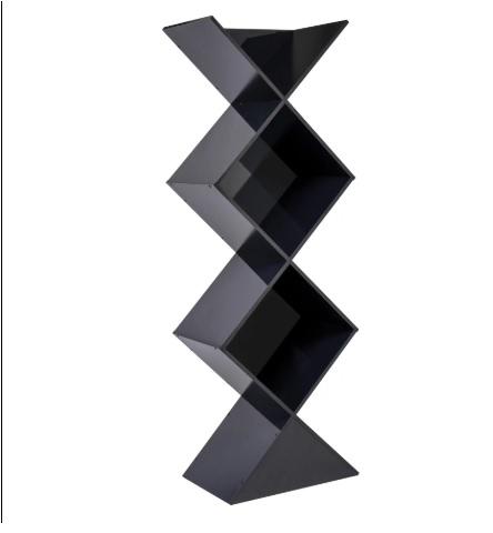 "<span style=""font-weight:400;"">Estante Decorativa. </span><a href=""https://www.leroymerlin.com.br/estante-decorativa-madeira-preta-178x61,8x40cm-new-york-spaceo_89677693""><span style=""font-weight:400;"">Leroy Merlin</span></a><span style=""font-weight:400;"">. R$ 359,90</span>"