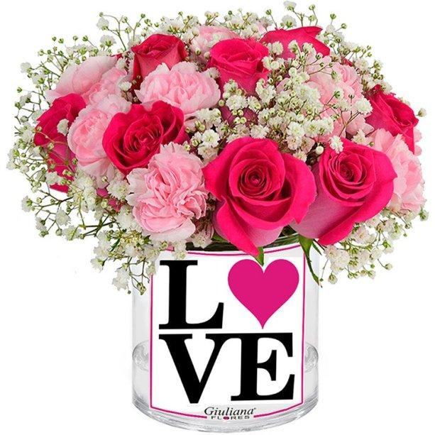 "Arranjo pink com flores nobres em vaso de vidro, nas medidas 10 x 16 cm. <a href=""https://www.giulianaflores.com.br/delicadeza-do-amor/p27411/?src=colecao70"" target=""_blank"" rel=""noopener"">Giuliana Flores,</a> R$ 143,12"