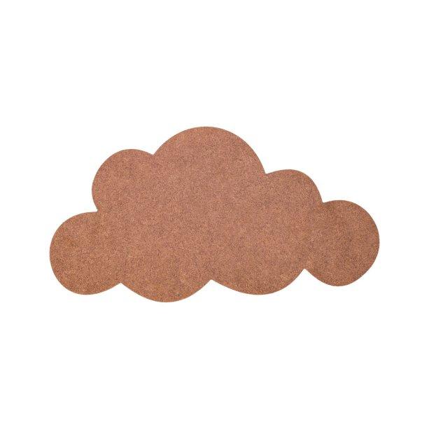 """A nuvem em MDF para customizar (40 x 21 cm) custa R$ 12,90 na <a href=""""http://www.zodio.com.br/produto/nuvem-em-mdf-para-customizar-40x21-383?cat=2"""">Zôdio Brasil</a>."""