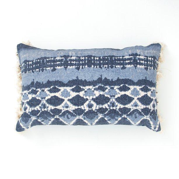 """<a href=""""http://www.camicado.com.br/capa-de-almofada-indigo-archelas-azul-30x50cm-home-style/p/000000000000041252"""">Capa de Almofada Indigo Archelas Azul 30 x 50 cm Home Style</a> – 39,90 reais"""