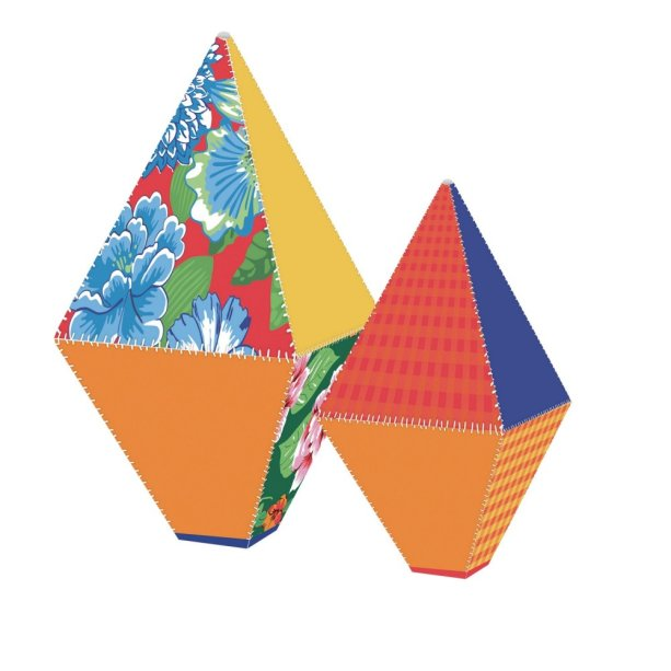 "Balões decorativos de papel-cartão. <a href=""https://www.magazineluiza.com.br/4-baloes-decorativos-juninos-sortidos-m-g-festa-junina-cromus/p/6965140/am/blfj/?&utm_source=google&partner_id=16737&seller_id=tamarindos&product_group_id=373928782729&ad_group_id=48543698795&aw_viq=pla&gclid=EAIaIQobChMIx87p6JWt4gIViA2RCh2f4gKwEAkYAiABEgJ5Q_D_BwE"" target=""_blank"" rel=""noopener"">Magazine Luiza</a>, R$ 33,90 com quatro unidades"