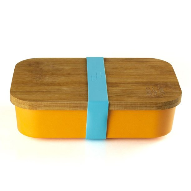 """Lunchbox Bento Natu, de fibra de bambu, com tampa de bambu, compartimentos internos de silicone que podem ir ao micro-ondas. Medidas: 19,5 x 13,5 cm. <a href=""""https://www.bentostore.com.br/lunchbox-bento-natu-01-01-0036-p998391?v=998392#/ordenar-0,60l"""" target=""""_blank"""" rel=""""noopener"""">Bento Store</a>, R$ 129"""