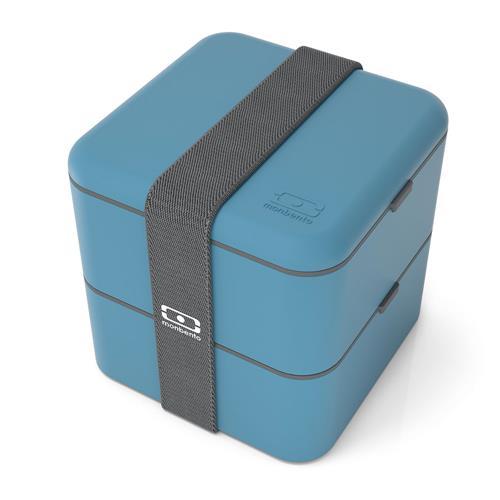 "Lunchbox MB Square, de polipropileno, com fechamento hermético, cinta elástica. Medidas 14 x 14 x 14 cm. <a href=""https://www.bentostore.com.br/lunchbox-mb-square-01-01-0015-p985182?v=998286"" target=""_blank"" rel=""noopener"">Bento Store</a>, R$ 279"