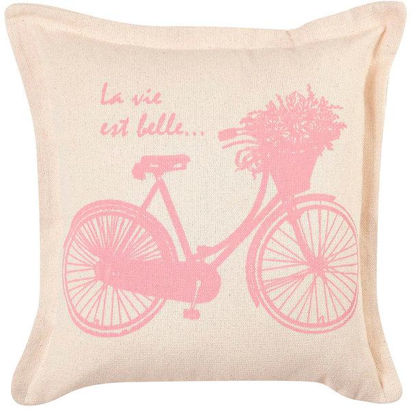 "Almofada Romantic Bicicleta, de algodão, 40 x 40 cm. <a href=""https://www.leroymerlin.com.br/almofada-romantic-bicicleta-40x40cm-artesanal-teares_1555610448"" target=""_blank"" rel=""noopener"">Leroy Merlin</a>, R$ 20"
