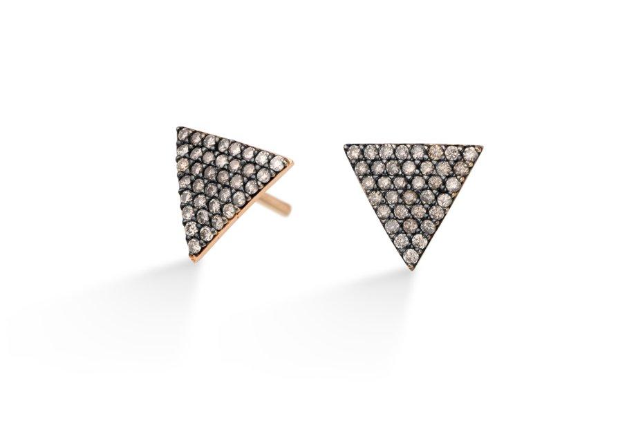 Brincos de ouro rosé com diamantes brown. De estilo vintage, esta peça combina com tudo, do jeans com camisa ao vestido longo de gala.