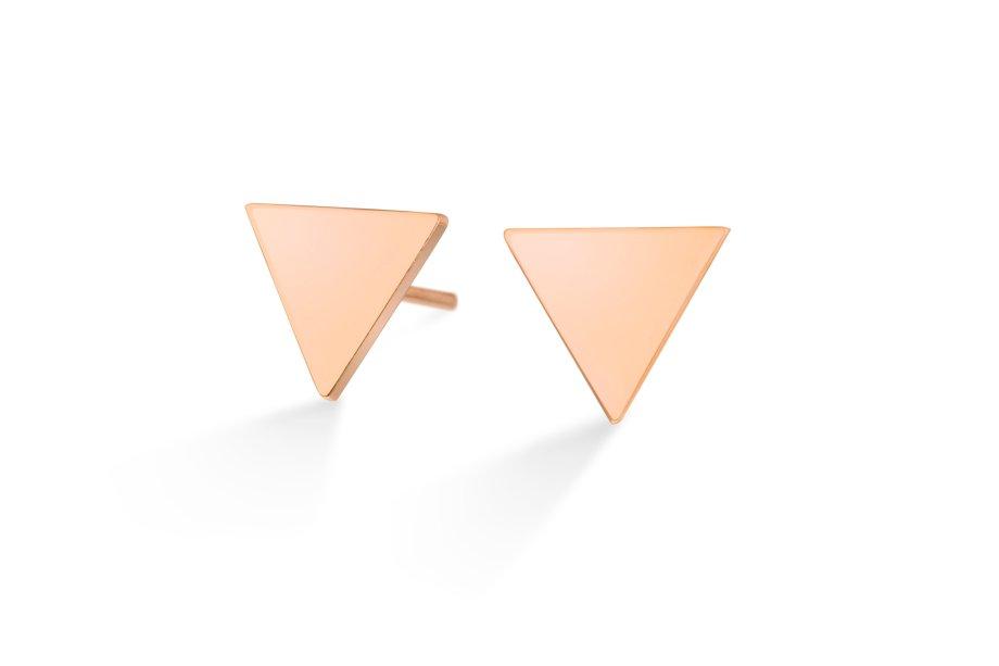 Brincos de ouro rosé. O tom levemente rosado desta peça combina bem com outras joias em tons de prata.
