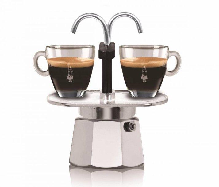 """Cafeteira Moka MiniExpress Bialetti, de alumínio, com capacidade para duas xícaras. <a href=""""https://loja.cafeviriato.com.br/cafeteiras/Cafeteira-Italiana-Moka-Mini-Express-Bialetti-2-xicaras"""" target=""""_blank"""" rel=""""noopener"""">Café Viriato</a>, R$ 197,90"""